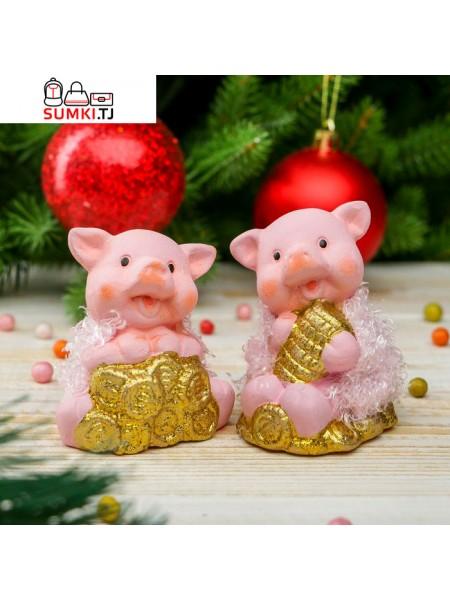 """Сувенир керамика """"Розовый поросенок в шубке с золотыми монетами"""""""